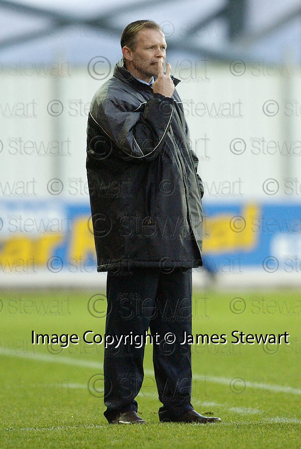 18/12/2004  Copyright Pic : James Stewart.File Name : jspa18_falkirk_v_qots.JOHN HUGHES SHOUTS HIS INSTRUCTIONS.....Payments to :.James Stewart Photo Agency 19 Carronlea Drive, Falkirk. FK2 8DN      Vat Reg No. 607 6932 25.Office     : +44 (0)1324 570906     .Mobile   : +44 (0)7721 416997.Fax         : +44 (0)1324 570906.E-mail  :  jim@jspa.co.uk.If you require further information then contact Jim Stewart on any of the numbers above.........