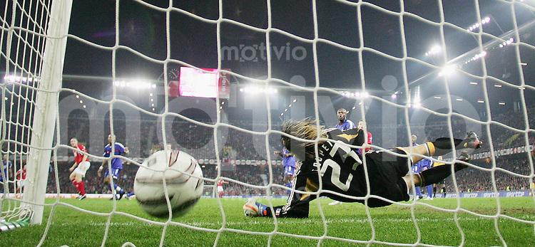 Fussball International WM Qualifikation Schweiz 1-1 Frankreich Tor zum 1-1 Ausgleich durch Ludovic Magnin (SUI) FRA Torwart Gregory Coupet machtlos