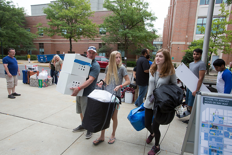Students begin arriving outside Munroe Hall on Move-In Day at DePaul University Aug. 27, 2017.  Photo by Diane M. Smutny