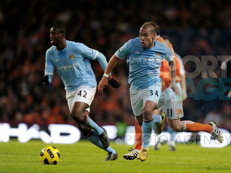 Nigel De Jong of Manchester City breaks