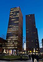 Nederland Amsterdam 2019. Hoogbouw aan de Zuidas. In de linker toren is APG gevestigd . Foto Berlinda van Dam / Hollandse Hoogte