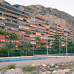 A colourful apartment block in tucked in between the mountain and the beach. This image that fluctuates between the natural and man-made is representative for the whole project.