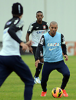 SÃO PAULO,SP, 23 julho 2013 -  Emerson Sheik  durante treino do Corinthians no CT Joaquim Grava na zona leste de Sao Paulo, onde o time se prepara  para para enfrenta o Sao Paulo pelo campeonato brasileiro . FOTO ALAN MORICI - BRAZIL FOTO PRESS