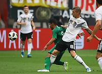 Toni Kroos (Deutschland Germany) gegen Yahya Al-Shehri (Saudi-Arabien) - 08.06.2018: Deutschland vs. Saudi-Arabien, Freundschaftsspiel, BayArena Leverkusen