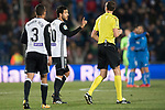 Daniel Parejo Munoz of Valencia CF talks with referee during the La Liga 2017-18 match between Getafe CF and Valencia CF at Coliseum Alfonso Perez on December 3 2017 in Getafe, Spain. Photo by Diego Gonzalez / Power Sport Images