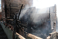 SAO PAULO, SP 07 de julho 2013-Um incêndio de grandes proporções destrui cerca de 40 moradias e desalojou cerca de 250 famílias da Comunidade da Ilha, na região de Heliópolis, zona sul de São Paulo, na madrugada deste domingo (7)_  ADRIANO LIMA / BRAZIL PHOTO PRESS).