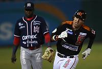 Efren Navarro de los naranjeros, durante el juego de beisbol de segunda vuelta de la Liga Mexicana del Pacifico. Segundo partido entre Charros de Jalisco vs Naranjeros de Hermosillo. 16 Diciembre 2017.<br /> (Foto: Luis Gutierrez /NortePhoto.com)