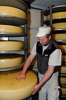 Emmentaler K&auml;se in der Bergbauern Sennerei in Ofterschwang-H&uuml;ttenberg  im Allg&auml;u, Bayern, Deutschland<br /> alpine dairy with Emmental cheese in Ofterschwang-H&uuml;ttenberg, Allg&auml;u, Bavaria, Germany