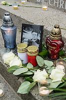Gedenken am Dienstag den 19. Dezember 2017 anlaesslich des 1. Jahrestag des Terroranschlag auf den Weihnachtsmarkt auf dem Berliner Breitscheidplatz am 19.12.2016 durch den Terroristen Anis Amri.<br /> Im Bild: Blumen und Kerzen vor dem Namen des Ermordeten LKW-Fahrers, Lukasz Urban.<br /> 19.12.2017, Berlin<br /> Copyright: Christian-Ditsch.de<br /> [Inhaltsveraendernde Manipulation des Fotos nur nach ausdruecklicher Genehmigung des Fotografen. Vereinbarungen ueber Abtretung von Persoenlichkeitsrechten/Model Release der abgebildeten Person/Personen liegen nicht vor. NO MODEL RELEASE! Nur fuer Redaktionelle Zwecke. Don't publish without copyright Christian-Ditsch.de, Veroeffentlichung nur mit Fotografennennung, sowie gegen Honorar, MwSt. und Beleg. Konto: I N G - D i B a, IBAN DE58500105175400192269, BIC INGDDEFFXXX, Kontakt: post@christian-ditsch.de<br /> Bei der Bearbeitung der Dateiinformationen darf die Urheberkennzeichnung in den EXIF- und  IPTC-Daten nicht entfernt werden, diese sind in digitalen Medien nach §95c UrhG rechtlich geschuetzt. Der Urhebervermerk wird gemaess §13 UrhG verlangt.]
