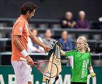 07-02-11, Tennis, Netherlands, Rotterdam, ABNAMROWTT 2011, Marin Cilic  onvangt zijn handdoek van een ballenmeisje
