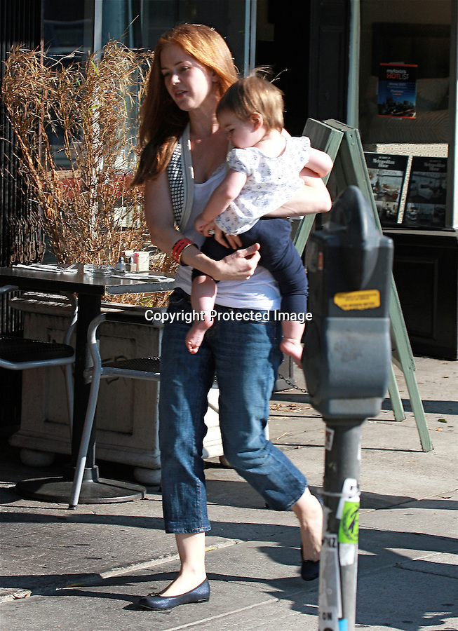 ".9-27-08  Exclusive .Isla Fisher ate lunch with her baby and some friends at a store called ""American Rag"" in Los Angeles ca...AbilityFilms@yahoo.com.805-427-3519.www.AbilityFilms.com."