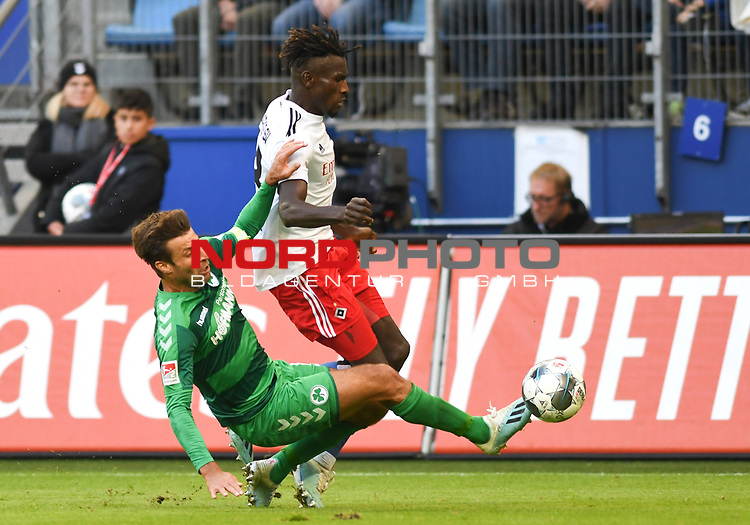 05.10.2019,  GER; 2. FBL, Hamburger SV vs SpVgg Greuther Fuerth ,DFL REGULATIONS PROHIBIT ANY USE OF PHOTOGRAPHS AS IMAGE SEQUENCES AND/OR QUASI-VIDEO, im Bild Bakery Jatta (Hamburg #18) versucht sich gegen Marco Caligiuri (Fuerth #13) durchzusetzen Foto © nordphoto / Witke *** Local Caption ***