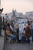 EEurope/République Tchèque/Prague: Sur le   Pont Charles  sur la  Vltava  Peintre portraitiste