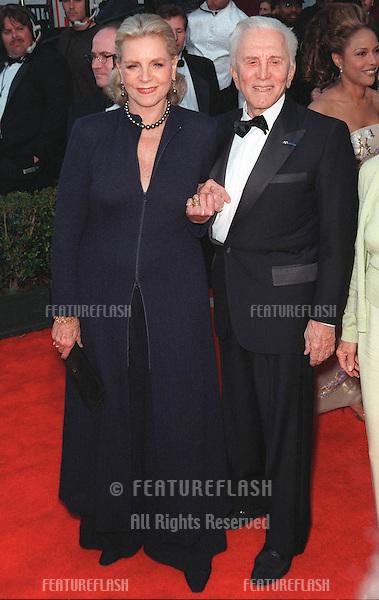 07MAR99: Actress LAUREN BACALL & actor KIRK DOUGLAS at the Screen Actors Guild Awards..© Paul Smith / Featureflash