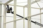 ALPHEN A/D RIJN - In Alphen a/d Rijn werken medewerkers van MHM Montage uit Woudenberg aan de stalen dakspanten van de door Van Mourik Bouw uit Ophemert te bouwen distributiecentrum voor Hoogvliet. In het 5.000 m2 grote emballage distributiecentrum zal de supermarktketen, de diverse afvalstromen uit de winkels scheiden en laten afvoeren voor verwerking tot ondermeer compost en groene stroom. Het complex moet in de herfst in gebruik genomen worden.  COPYRIGHT TON BORSBOOM.