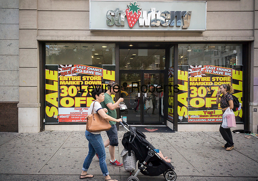 The Strawberry store in Union Square in New York announces that it is closing this particular branch of the chain, on Sunday, August 21, 2016. The store will become a Bolton's, another women's clothing chain catering to a different demographic. (© Richard B. Levine)