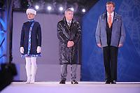OLYMPICS: SOCHI: Medal Plaza, 09-02-2014, prijsuitreiking, 5000m Men, Jan Dijkema (ISU), Koning Willem-Alexander (erelid IOC), ©foto Martin de Jong