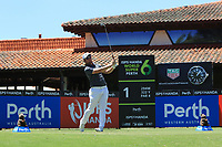 Sam Horsfield (ENG) in action on the 1st during Round 1 of the ISPS Handa World Super 6 Perth at Lake Karrinyup Country Club on the Thursday 8th February 2018.<br /> Picture:  Thos Caffrey / www.golffile.ie<br /> <br /> All photo usage must carry mandatory copyright credit (&copy; Golffile | Thos Caffrey)