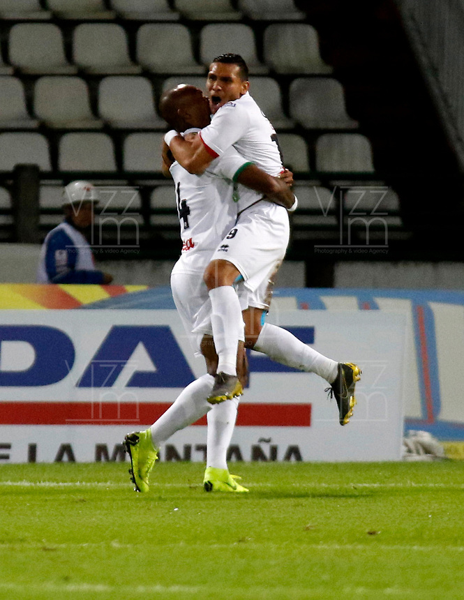 MANIZALES-COLOMBIA, 24-04-2019: Edwin Velasco de Once Caldas, celebra con David Gómez después de anotar el primer gol de su equipo, durante partido adelantado de la fecha 19 entre Once Caldas y Deportivo Cali, por la Liga Águila I 2019, jugado en el estadio Palogrande de la ciudad de Manizales. / Edwin Velasco of Once Caldas celebrates with David Gomez after scoring the first goal of his team, during early match of date 19th date between Once Caldas and Deportivo Cali, for the Aguila Leguaje I 2019 played at the Palogrande Stadium in Manizales city. / Photo: VizzorImage / Santiago Osorio / Cont.