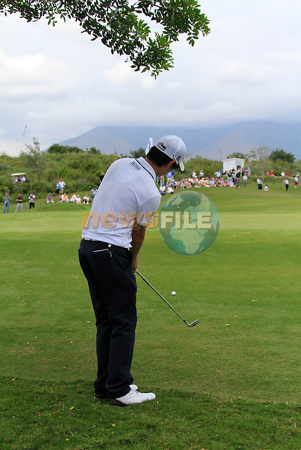 Seung-yul Noh (KOR) chips onto the 4th green during the afternoon session on Day 2 of the Volvo World Match Play Championship in Finca Cortesin, Casares, Spain, 20th May 2011. (Photo Eoin Clarke/Golffile 2011)