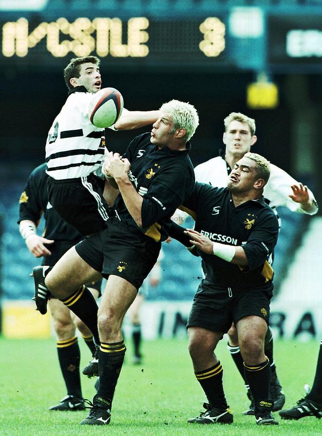 Photo. Richard Lane. .Wasps v Newcastle. 18/4/99..Stuart Legg and Simon Shaw get under a high ball.