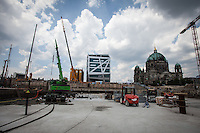 Berlin, Die Bauarbeiten am neuen Berliner Stadtschloss am Mittwoch (11.06.13) . Foto: Maja Hitij/CommonLens