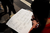 S&Atilde;O PAULO,SP,21.07.2014-ATO P&Uacute;BLICO/LIBERDADE AOS PRESOS POL&Iacute;TICOS- Manifestantes ocupam o v&atilde;o do MASP (Museu de Arte de S&atilde;o Paulo-Assis Chateaubriand) pela liberdade dos Ativistas Presos.Na Avenida Paulista,regi&atilde;o central da Cidade de S&atilde;o Paulo na noite dessa Segunda-Feira,21<br /> (Foto:Kevin David/Brazil Photo Press)