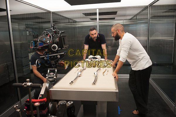 Alex Garland (Director), Oscar Isaac <br /> on the set of Ex Machina (2015)<br /> *Filmstill - Editorial Use Only*<br /> CAP/NFS<br /> Image supplied by Capital Pictures