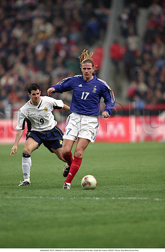 EMMANUEL PETIT, FRANCE 5 v Scotland 0, International Friendly, Stade De France, 020327. Photo: Glyn Kirk/Action Plus....2002.football.soccer.association.Internationals