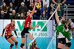 14.01.2018, Halle Berg Fidel, Muenster<br />Volleyball, Bundesliga Frauen, Normalrunde, USC Münsterr / Muenster vs. Dresdner SC<br /><br />Angriff Ivana Mrdak (#15 Dresden) - Block / Doppelblock Roosa Laakkonen (#6 Muenster), Liza Kastrup (#5 Muenster)<br /><br />  Foto © nordphoto / Kurth