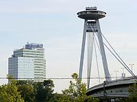 Restaurant UFO auf der Br&uuml;cke Most SNP &uuml;ber die Donau, Bratislava, Bratislavsky kraj, Slowakei, Europa<br /> New bridge most SNP with restaurant UFO, Danube river, Bratislava, Bratislavsky kraj, Slovakia, Europe