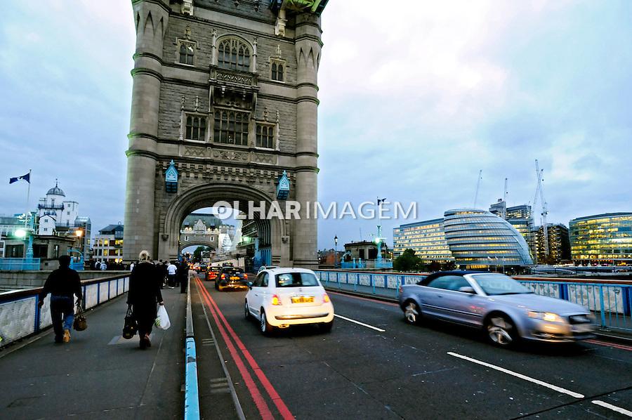 Ponte Tower Bridge. Londres. Inglaterra. 2008. Foto de Juca Martins.