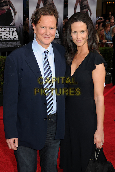"JUDGE REINHOLD & AMY MILLER .""Prince Of Persia: The Sands Of Time"" Los Angeles Premiere held at Grauman's Chinese Theatre, Hollywood, California, USA..May 17th, 2010.half length suit jacket tie dress married husband wife black blue 3/4.CAP/ADM/BP.©Byron Purvis/AdMedia/Capital Pictures."