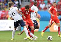 FUSSBALL WM 2014  VORRUNDE    GRUPPE E     Schweiz - Frankreich                   20.06.2014 Yohan Cabaye (li, Frankreich) gegen Admir Mehmedi (re, Schweiz)
