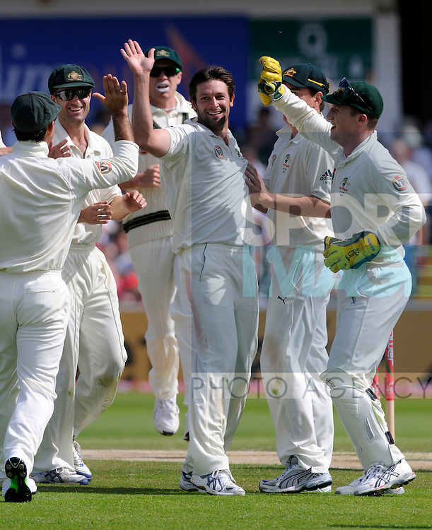 Australia's Ben Hilfenhaus (C) celebrates after claiming the wicket of England's James Anderson.