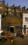 Mobile Farrier London 1980s. UK. A horse having new shoes fitted by a blacksmith Mews street Hyde Park London. 1989.