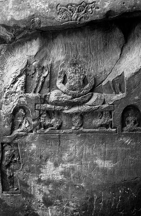 12.2010 Rajgir (Bihar)<br /> <br /> Carving near a holy cave.<br /> <br /> Sculpture pr&egrave;s d'une grotte sainte.