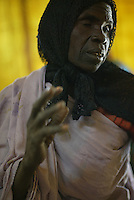 a woman explains the suffernce that she encounted to reach the Farchana refugee camp on Jan 2005 in Chad