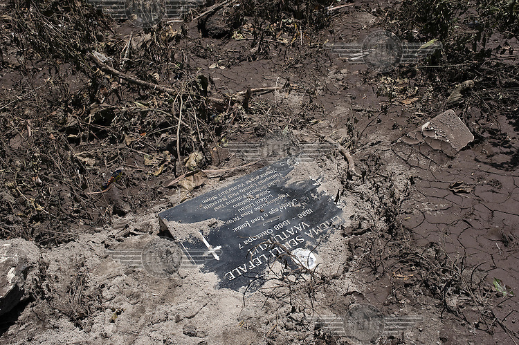 Human remains from existing graves were found by police officers and other volunteers, after they were exumed by the tsunami. More than 170 people died when a tsunami triggered by an 8.3 magnitude earthquake hit Samoa and neighbouring Pacific islands on 29/09/2009. Samoa (formerly known as Western Samoa)..