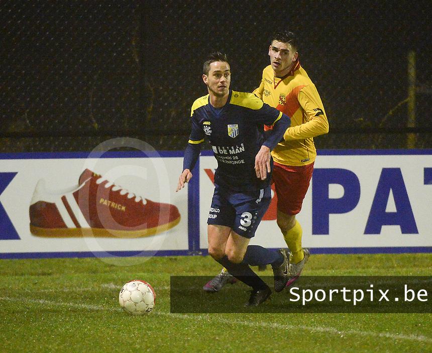 Eendracht Wervik - FC Lebbeke :<br /> Kenney Rommelaere (R) komt tekort in een duel met Olivier Verdeyen (L)<br /> Foto VDB / Bart Vandenbroucke