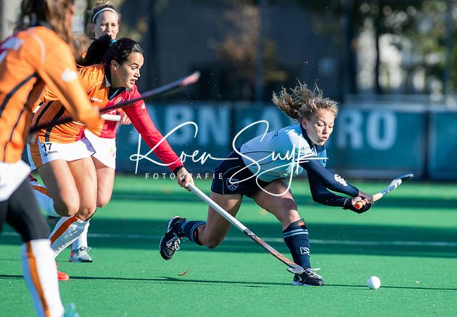 Laren -Mila Muyselaar (Lar)  tijdens de Livera hoofdklasse  hockeywedstrijd dames, Laren-Oranje Rood (1-3).  COPYRIGHT KOEN SUYK