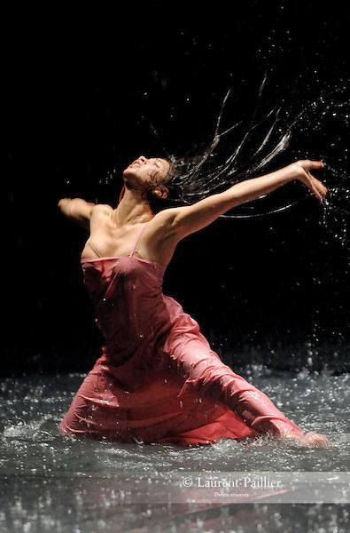 SILVIA<br /> Silvia Farias dans &quot;Vollmond&quot; de Pina Bausch<br /> Th&eacute;&acirc;tre de la Ville de Paris le 16/06/2007