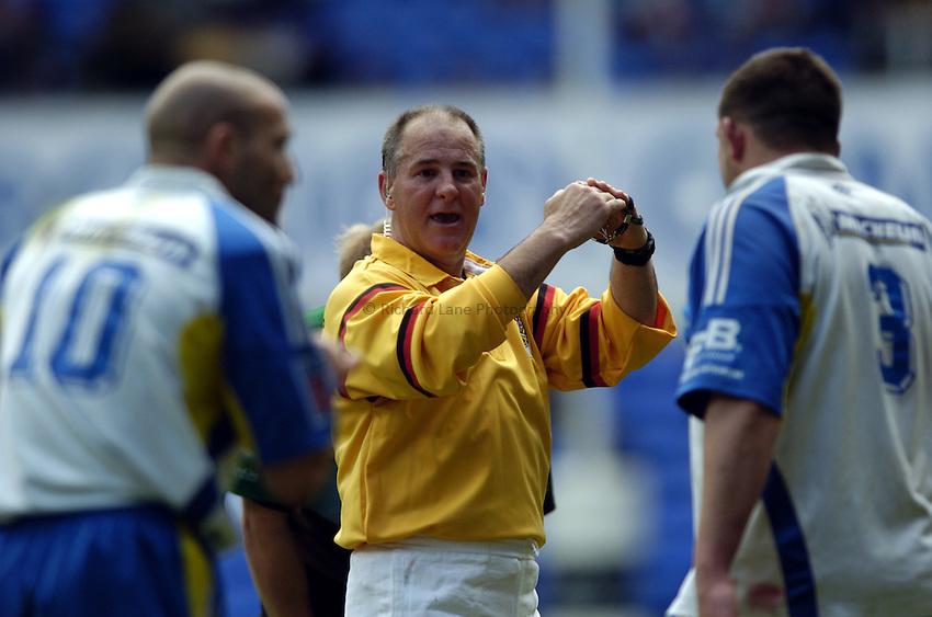 Photo: Richard Lane..Montferrand  v NEC Harlequins. Parker Pen Challenge Cup Final. 22/05/2004..Referee, Nigel Whitehouse.