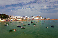 Spanien, Andalusien, Cadiz: Blick vom Castillo de Santa Catalina zeber die Stadt und den Strand Playa La Caleta | Spain, Andalusia, Cadiz: View over city skyline and Playa La Caleta beach from the Castillo de Santa Catalina
