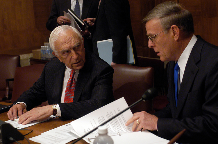 Sen. Frank Lautenburg, D-NJ, and Sen. Byron Dorgan, D-ND, at a Senate Democratic Policy Committee Oversight hearing on Halliburton overcharges in Iraq..