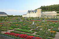 "France, Jardins du château de Villandry, le potager traité en jardin à la française et le château // France, Gardens of Villandry castle, the kitchen garden treated like a ""jardin à la française"" and the castle."