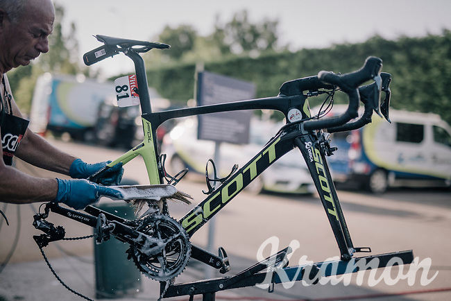 Johan Esteban Chaves' (COL/ORICA-Scott) bike being cleaned<br /> <br /> 104th Tour de France 2017<br /> Stage 7 - Troyes &rsaquo; Nuits-Saint-Georges (214km)