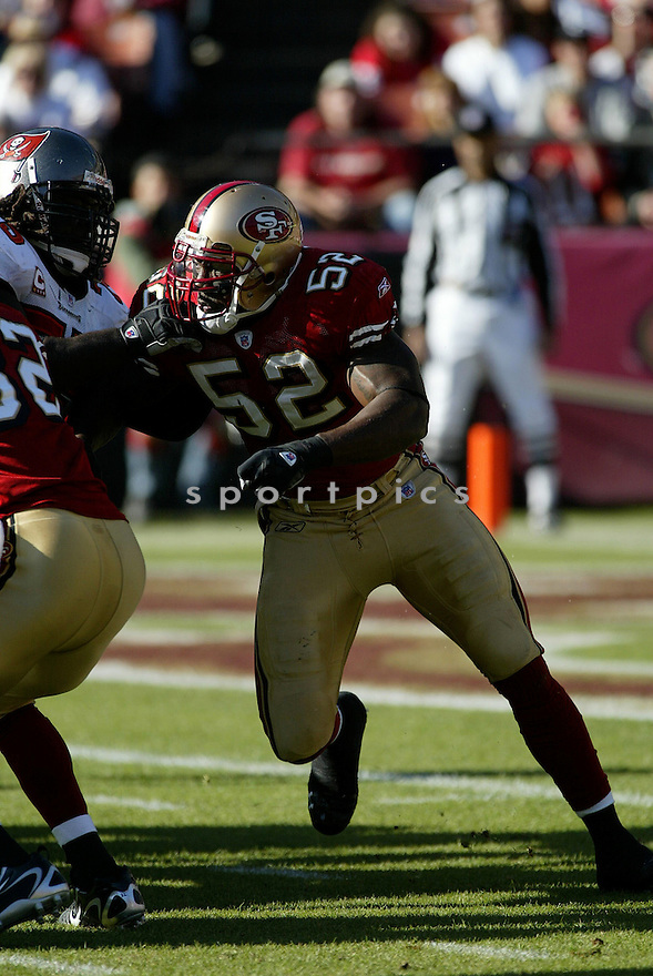 PATRICK WILLIS, of the San Francisco 49ers  in action during the 49ers game against the Tampa Bay Buccaneers on December 23, 2007 in San Francisco, California...49ER win 27-7..SportPics
