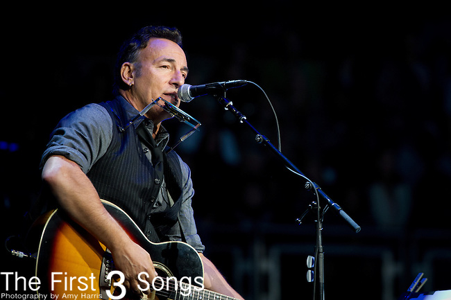 Singer Bruce Springsteen performs before US President Barack Obama speaks at a campaign rally in Columbus, Ohio, on November 5, 2012.