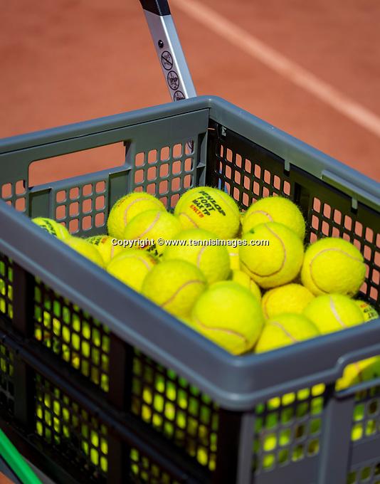 Amstelveen, Netherlands, 10 August 2020, NTC, National Tennis Center, Cart with balls <br /> Photo: Henk Koster/tennisimages.com